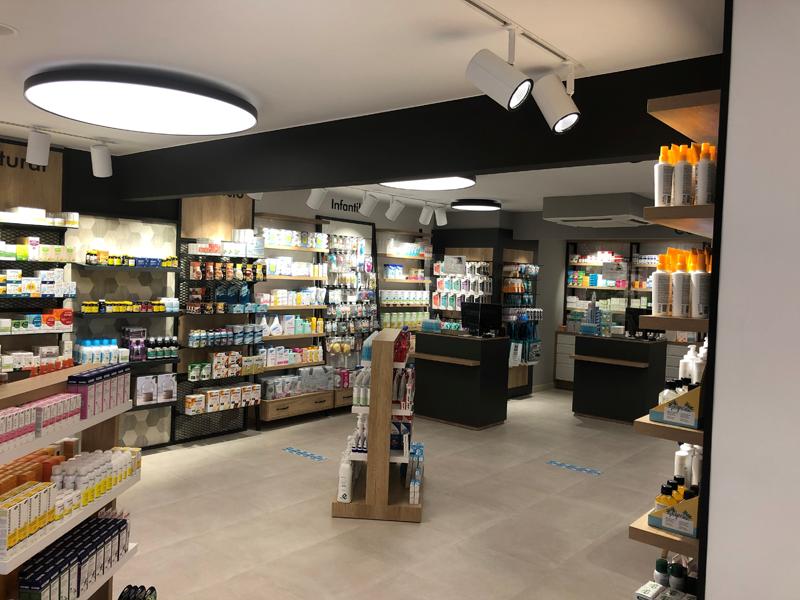 Interior de la Farmàcia Nova en Cataluña.