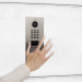 El uso de un sensor de gestos permite llamar al videoportero sin contacto