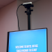 Software y cámara para transformar pantallas táctiles en dispositivos sin contacto