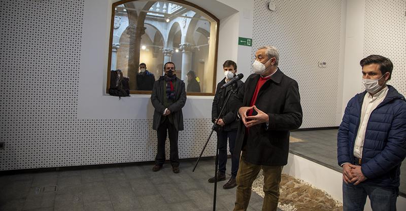 Autoridades de la Diputación de Cáceres en la visita del centro de estudios.