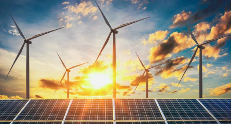 Turbinas y placas solares.