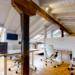 La sala de coworking de Casa de Mareas en Cantabria cuenta con el sistema LiFi de Signify