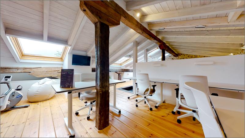 Sala de coworking de Casa de Mareas, en Cantabria.