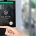 El sistema de control de acceso móvil WaveKey de 2N ofrece diferentes modos de autentificación